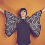 video // Cate Le Bon : &quot;Puts Me To Work&quot;